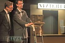 V jihlavském domě kultury byl zahájen 18. ročník Mezinárodního festivalu dokumentárních filmů Ji.hlava. Moderovali Ondřej Cihlář a Jiří Havelka z Divadla Vosto5.