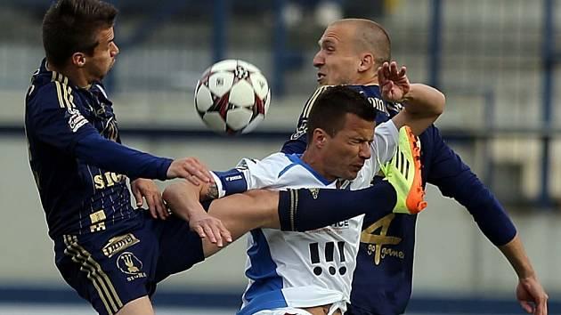 Olomouc - Ostrava: Tvrdý souboj o míč