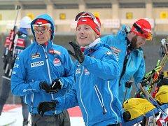 Biatlonisté (zleva) Michal Krčmář, Ondřej Moravec a Michal Šlesingr pilují formu v dějišti SP v Novém Městě na Moravě.