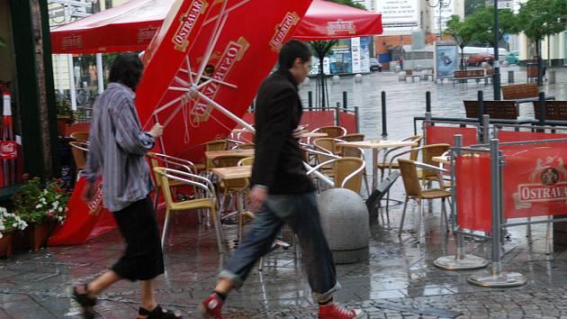 Bouřka s krupobitím zasáhla Ostravsko i v neděli