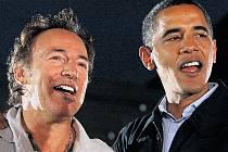 Bruce Springsteen s vítězem prezidentských voleb ve Spojených státech Barackem Obamou.