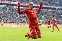 Arjen Robben z Bayernu Mnichov se raduje z gólu proti Braunschweigu.