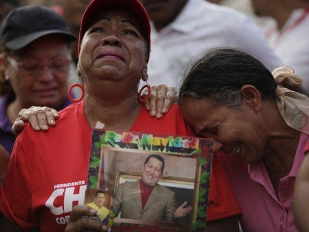 Venezuelané oplakávají prezidenta Cháveze.