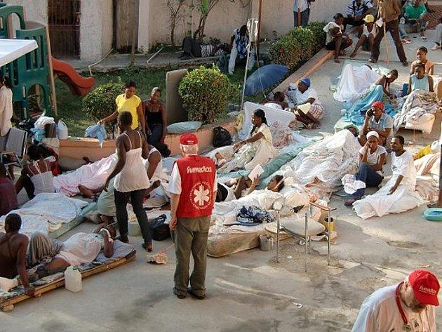 Dopady zemětřesení na Haiti jsou podle německého traumatologa Bernda D. Domrese nejhorší, jaké kdy zažil. Lékaře, který už v minulosti zasahoval po zemětřesení na různých místech světa, překvapila především chudoba a primitivní podmínky při záchraně lidí.