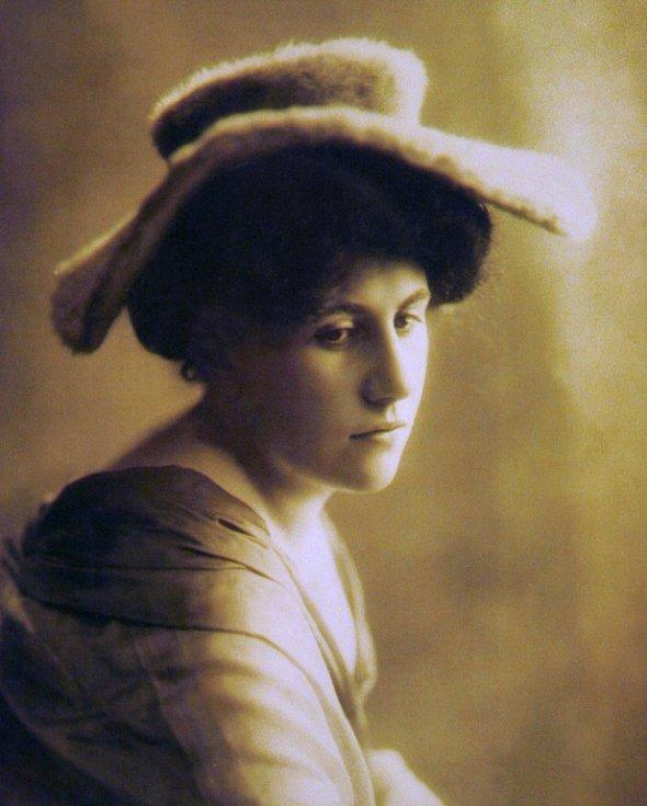 Ema Destinnová - fotografie ze sbírky divadelního oddělení Národního muzea.
