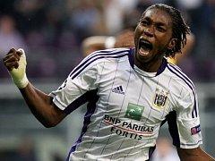 Dieumerci Mbokani a jeho Anderlech po šesti letech okusí chuť fotbalové Ligy mistrů.
