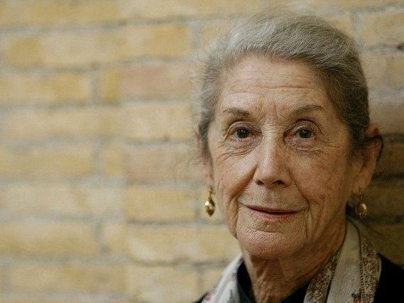V 90 letech zemřela jihoafrická spisovatelka Nadine Gordimerová.