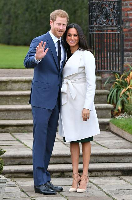 Princ Harry a Meghan Markle pózují poprvé společně po oficiálním oznámení zásnub.