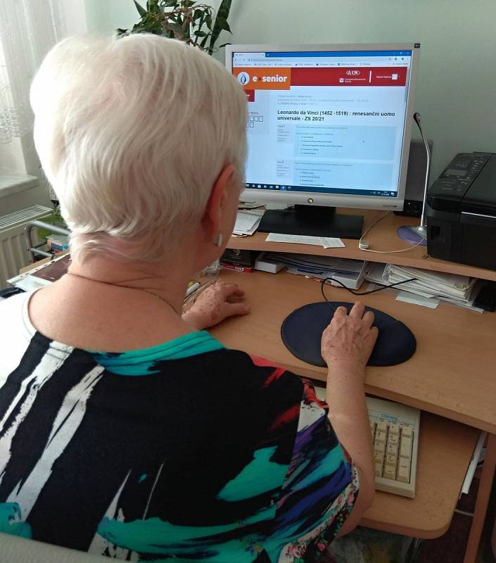Poslední dva semestry se posluchači virtuální univerzity 3. věku ve Vyškově museli kvůli koronavirovým omezením učit on-line