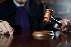 Kauzou bývalého předsedy Okresního soudu ve Žďáru nad Sázavou Romana Švaňhala, odsouzeného za domácí násilí, se bude muset znovu zabývat Obvodní soud pro Prahu 4. Ilustrační foto