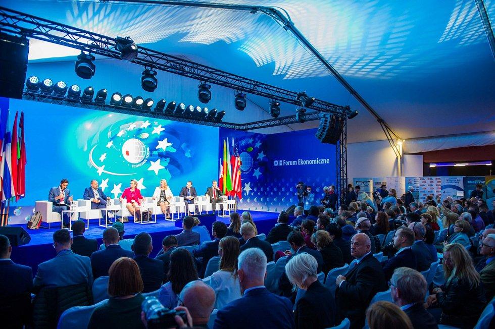Okno za hranice Evropské Unie. Na konferenci do Krynice tradičně přijíždějí stovky hostů z východní a jižní Evropy, jejichž státy ještě nejsou v EU.