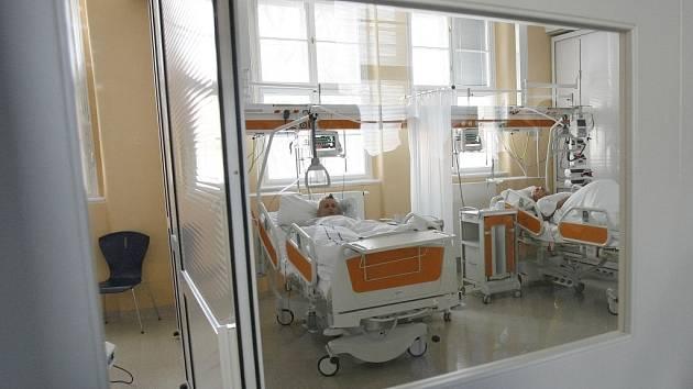 Hospitalizovaná šedesátiletá žena v Teplicích má podle TV Prima potvrzenou diagnózu nemoci šílených krav. Pacientka pochází z Bíliny a zatím se nepřišlo na původ jejího onemocnění.