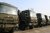 Kopřivnická automobilka začala včera předáním prvních 9 vozů plnit smlouvy s ministerstvem obrany.