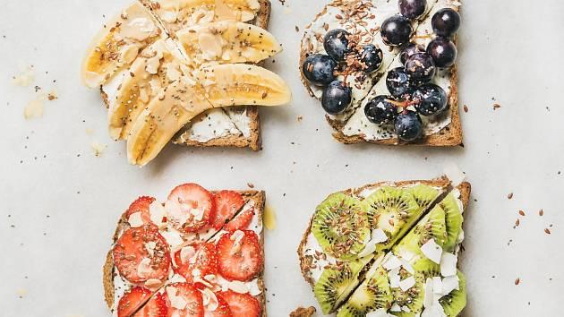 Ovocný toast na čtyři způsoby
