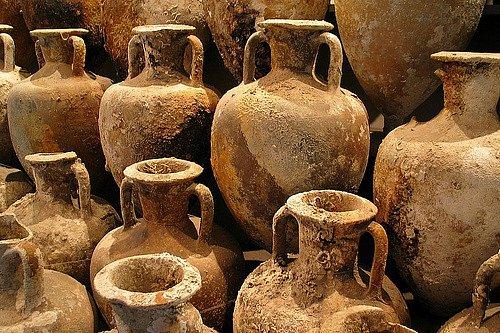 Starobylé amfory na pití vína