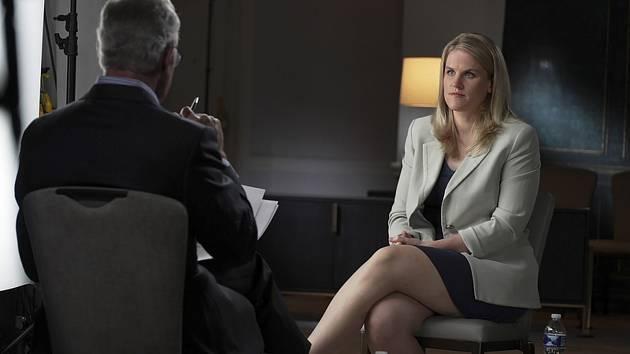 Bývalá zaměstnankyně společnosti Facebook Frances Haugenová v pořadu televize CBS 60 Minutes