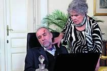 VŽDY VE STŘEHU. Pavel Rímský a Jiřina Bohdalová ve snímku Archiv Felixe Burgeta.