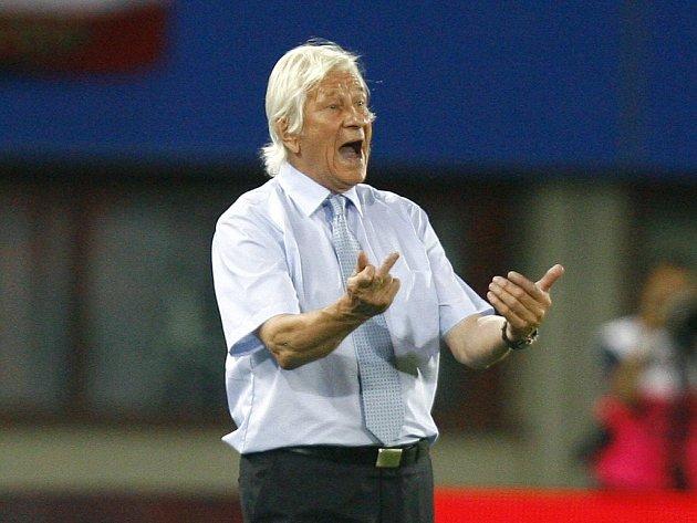 Rakousko velebí kouče Karla Brücknera. Pod jeho vedením rakouští fotbalisté porazili vicemistry světa Francouze 3:1.