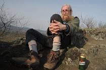 Filmaři jsou ujetí, soudí Vratislav Brabenec, kterého tvůrci přiměli k výstupu na vrch Zebín.