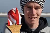 Pavel Maslák se zlatou medailí z halového mistrovství světa v Sopotech.