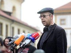 Akademik Martin C. Putna vystoupil 22. května na briefingu na Hradčanském náměstí v Praze.