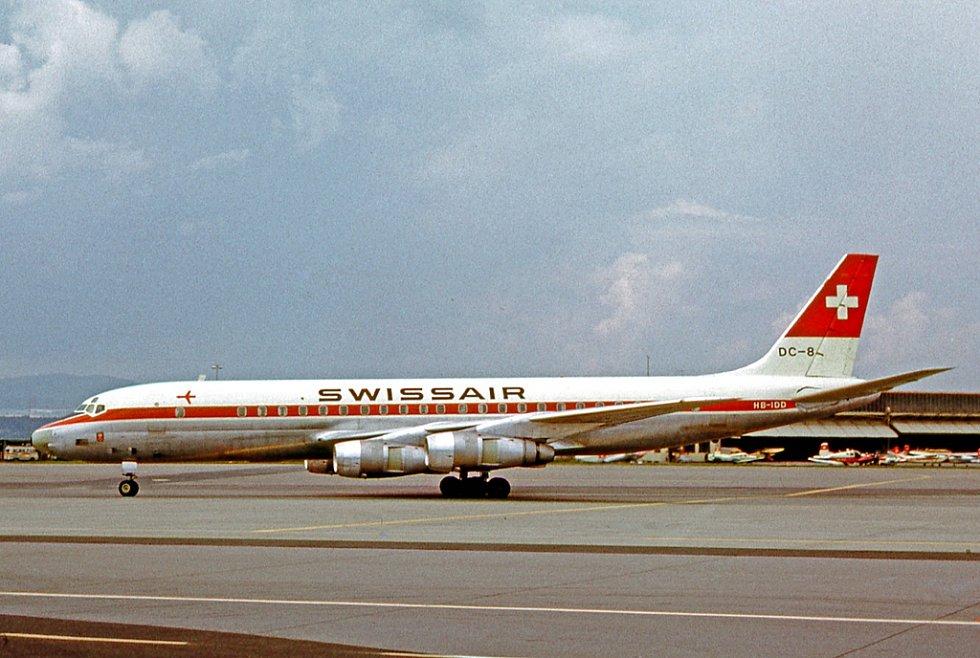 Douglas DC-8-53 HB-IDD na curyšském letišti v roce 1965