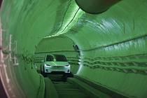 Musk představil svůj vysokorychlostní tunel