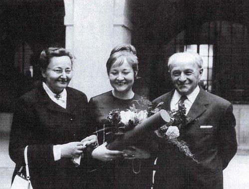 František Schnurmacher a jeho žena Vally po promoci jejich dcery Heleny.