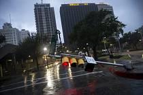 Hurikán Harvey zasáhl ulice texaských měst .
