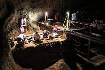 Vykopávky v jeskyni Ciemna.