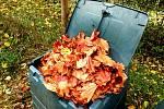 Listí se v kompostéru za rok promění v mulč.