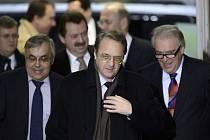 Náměstek ruského ministra zahraničí Michail Bogdanov (uprostřed).
