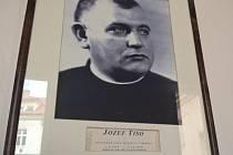 V budově českého ministerstva zdravotnictví visí v historické galerii portrét Jozefa Tisa jako někdejšího československého ministra.