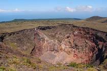 Na aktivní japonský vulkán Mount Mihara, jehož erupce se opakují zhruba každých 150 let, každoročně svůj poslední pohled upře až tisícovka lidí. V tamní kultuře má však sebevražda poněkud odlišný význam.
