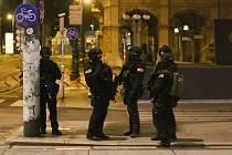 Policejní operace ve Vídni v noci po útoku střelců v centru města, 3. října 2020