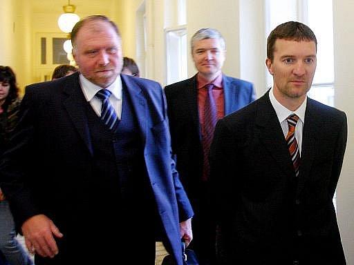 Podnikatel Pitr se svým právníkem Tomášem Sokolem (vlevo)