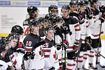 Kanadští hráči po skončení zápasu proti Rusku.
