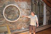vystavené jsou i původní součásti synagogy, které už nešlo využít