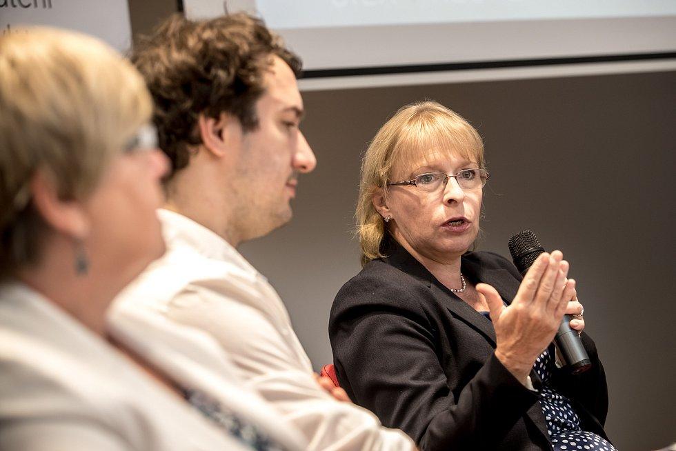 První z debat Hospodářské komory kandidátů v nadcházejících volbách proběhla 6. září v Praze. Na snímku Hana Marvanová.