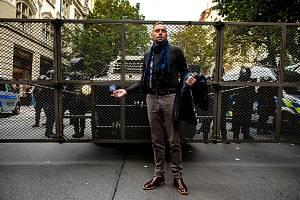 Demonstrace v Praze na Staroměstském náměstí se zúčastnil i bavič Miloš Knor.