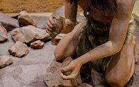 Dokázali neandertálci rozdělat oheň?