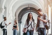 Studenti dnes řeší otázku, jestli budou mít oproti dřívějším absolventům nevýhodu v tom, že nestudovali prezenčně.