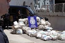 Španělská policie zadržela u Kanárských ostrovů rybářskou loď s nákladem 1,8 tuny kokainu a zatkla celou čtyřčlennou posádku plavidla.