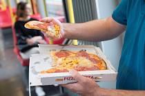 Konzumaci jídla ve vídeňském metru byla učiněna přítrž