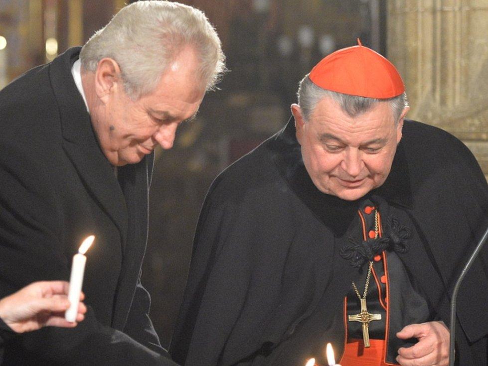 Smlouvy dnes podepsali zástupci katolické církve a Hradu za přítomnosti prezidenta Miloše Zemana a arcibiskupa Dominika Duky. Ilustrační foto.