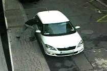 Zloději v Ostravě stačilo na vykradení auta jen několik sekund.