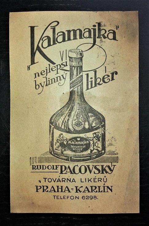 Bylinný likér Kalamajka z továrny na likéry Rudolfa Pacovského v pražském Karlíně.