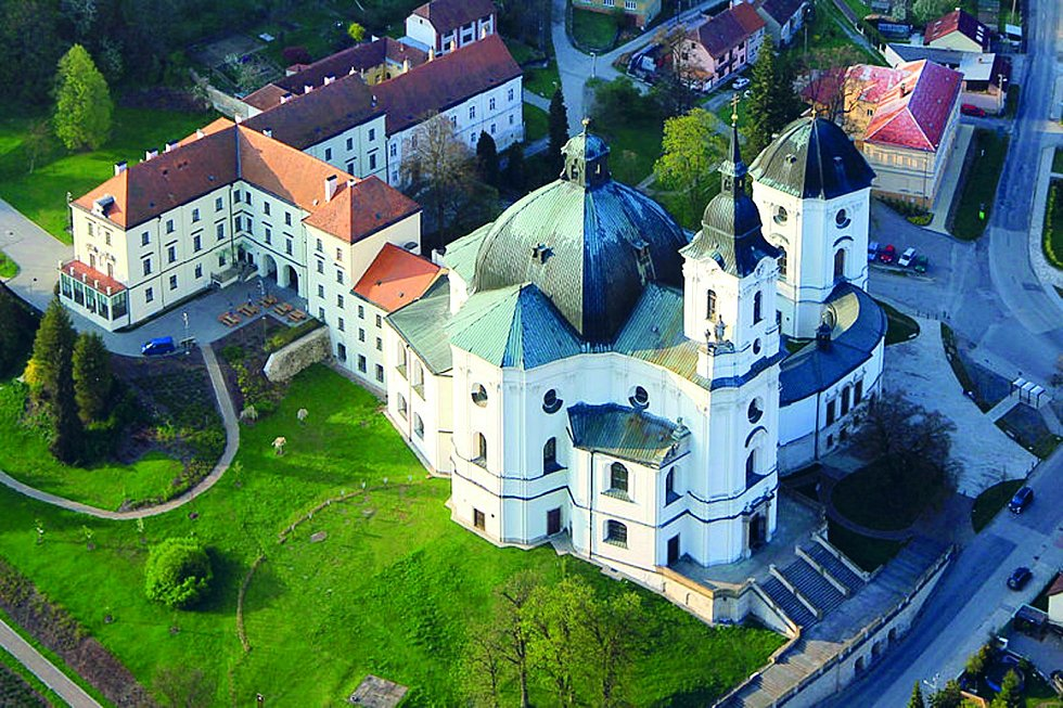 Dominantou obce Křtiny je kostel Jména Panny Marie vybudovaný v osmnáctém století podle návrhu architekta Jana Blažeje Santiniho.