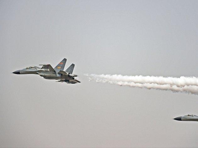 Dva stroje čínského taktického letectva provedly nebezpečný manévr v blízkosti amerického vojenského letadla, oznámil ve středu v prohlášení Pentagon.