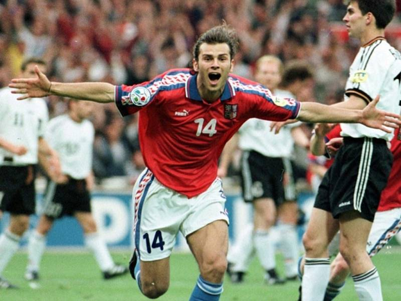 Patrik Berger se raduje z gólu ve finále ME 1996 proti Německu.